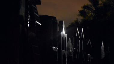 Una noche en búsqueda de profanadores de tumbas