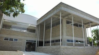 Fachada de la nueva sede de energía del Sena, ubicada en el barrio Montes.