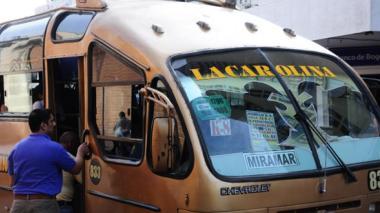 Pasajero de bus hiere con arma de fuego a dos presuntos atracadores