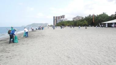 Recolección de basuras en las playas de Santa Marta.