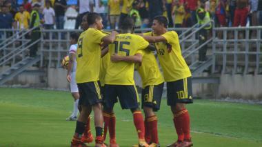 Jugadores de la sub-17 festejando uno de los goles.