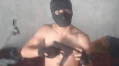 Cae ladrón que posaba con armas y vendía todo lo que robaba en Facebook