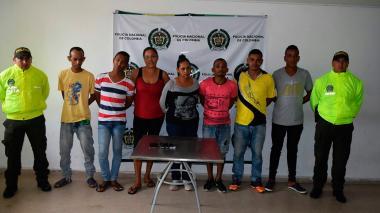 Parte de los capturados presentados ante las autoridades.