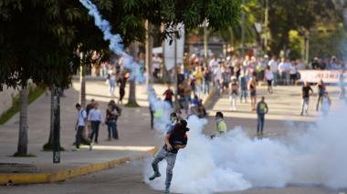 Exfiscal de Venezuela pide a CPI investigar a Nicolás Maduro