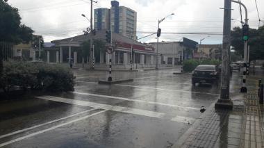 Las calles mojadas en el barrio Boston, producto de la llovizna que cae en Barranquilla.