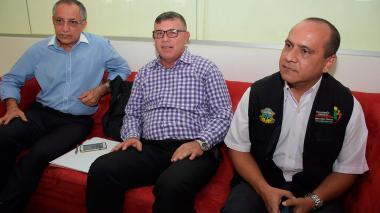 De izquierda a derecha; Alfredo Palencia, director de la Unidad para las Víctimas en el Atlántico; Honorato Yaruro, coordinador de la Mesa Distrital de Víctimas; Milton Martínez, secretario técnico de la Mesa Distrital de Víctimas de la Personería de Barranquilla.