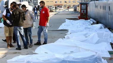 Naufragio en costas de Libia: 31 migrantes muertos y 200 supervivientes