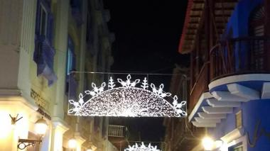 Arrancó instalación de alumbrado navideño en Cartagena