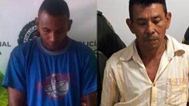 William Calle Orozco (de azúl) y Geronimo Vidal Castro, ambos detenidos por las autoridades.