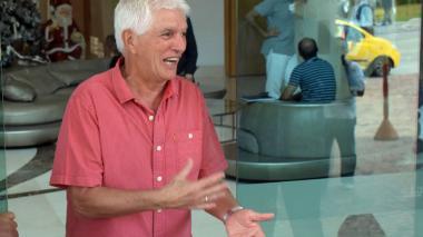 Julio Avelino Comesaña se mostró alegre en el hotel Dann Carlton.
