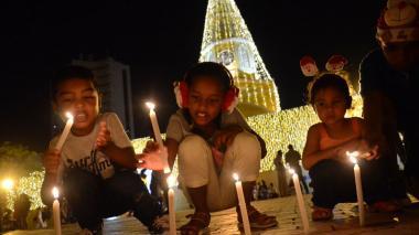Cartagena encendió las velitas con fervor