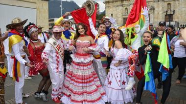 El Carnaval se tomó la Plaza de Bolívar de Bogotá