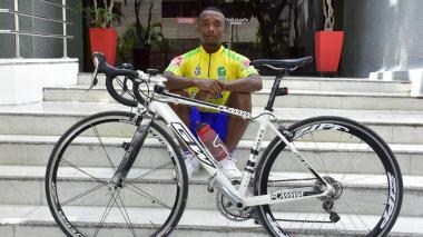 Mervin, ciclista y mecánico a la vez
