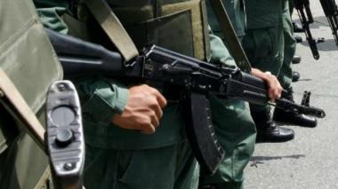 Asaltan comando militar en Venezuela y roban 26 fusiles