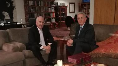 Los expresidentes Andrés Pastrana y Álvaro Uribe.