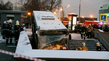 En video | Impresionante accidente de bus en Moscú deja 5 muertos
