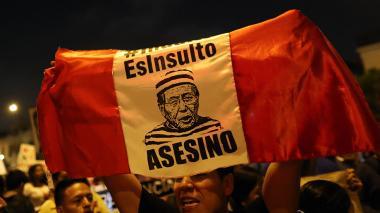 Cientos de personas marchan por las calles de Perú.