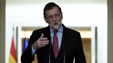 """Es """"absurdo"""" que Puigdemont pretenda gobernar Cataluña desde el extranjero: Rajoy"""