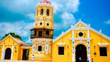 Fachada de la iglesia de Santa Bárbara, en el centro de Mompox.