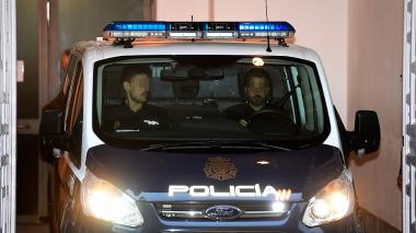 Un vehículo de la policía transporta a Junqueras.