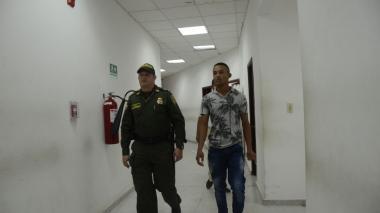 Legalizan captura de hombre que presuntamente agredió a su pareja con un pico de botella