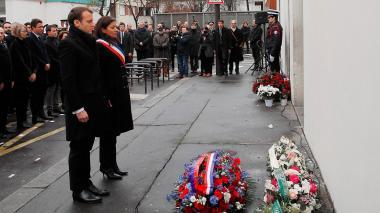 Homenaje en París a víctimas de atentados
