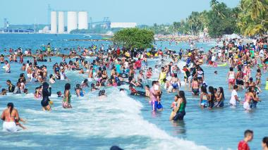 Bañistas en las playas de Coveñas.