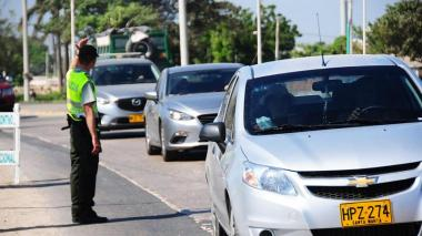 La Policía de Tránsito reforzará los operativos este lunes festivo por el retorno masivo de viajeros.