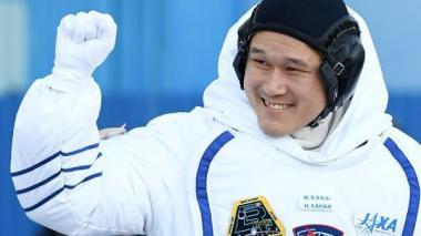 Astronauta japonés, preocupado porque creció 9 centímetros en tres semanas en el espacio