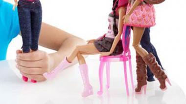 Indignación en Paraguay por comercialización de muñecas 'trans'
