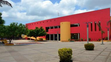 Fachada de la universidad de La Guajira.