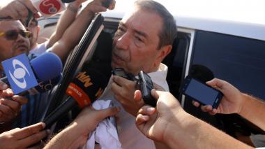 Fuad Char atendió a los medios de comunicación en el sepelio de Carlos Ricardo Diazgranados.