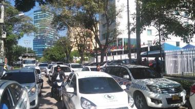 Decenas de vehículos de las Escuelas de Enseñanza bloquearon varias vías del norte.