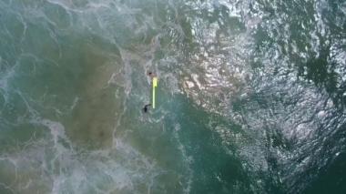 Un dron rescata a dos nadadores en Australia