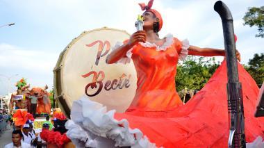 Desfile de Carrozas: arte sobre ruedas en las Fiestas 20 de Enero