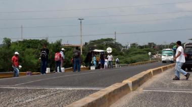 Cuatro jóvenes armados asaltan un bus de Galapa en la vía Cordialidad