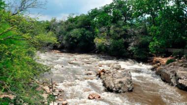 Hombre muere ahogado tras lanzarse  de una piedra en el Guatapurí