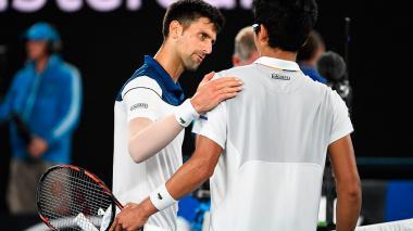 El jugador serbio Novak Djokovic junto al coreano Hyeon Chung.