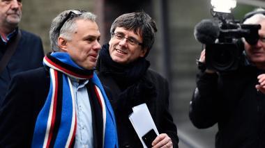 """Puigdemont pretende """"formar un nuevo gobierno"""", pese a """"amenazas"""" de Madrid"""