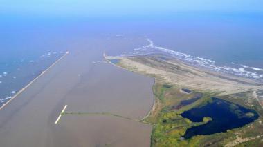 Suspenden operaciones en el canal de acceso por vientos de hasta 74 kilómetros