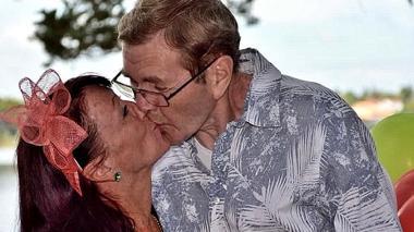 Hombre con Alzheimer olvidó que estaba casado y le propuso matrimonio a su esposa