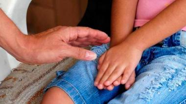 Hombre señalado de abusar de su hija de ocho años, por poco es linchado por la comunidad