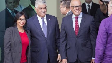 Los representantes llegaron a la sede de la cancillería dominicana.