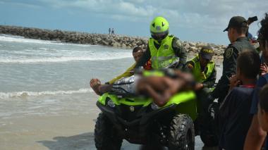 Venezolano, a punto de ahogarse por no acatar restricción de bañistas en Riohacha