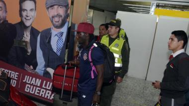 Yimmi Chará tras su arribo a Barranquilla.