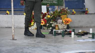 En video | Un minuto de silencio por policías asesinados a siete días del ataque a la estación San José