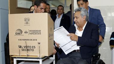 Ecuatorianos dicen 'No' a la reelección indefinida y bloquean campaña de Correa