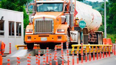 Abren investigación a 18 concesiones viales por fallas en básculas para camiones
