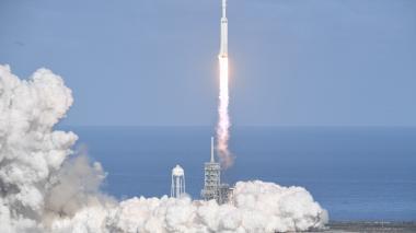 En video | El cohete Falcon Heavy de SpaceX despegó rumbo a órbita cercana a Marte