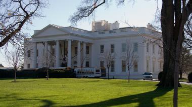 Escándalo en la Casa Blanca: funcionarios renuncian tras acusaciones de violencia doméstica
